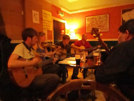 "Session im ""Kilrane Inn"" bei Wexford"